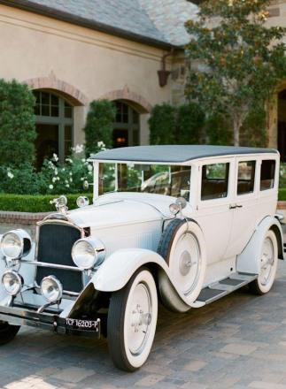 Bodas_coche clásico_ por junebugweddings