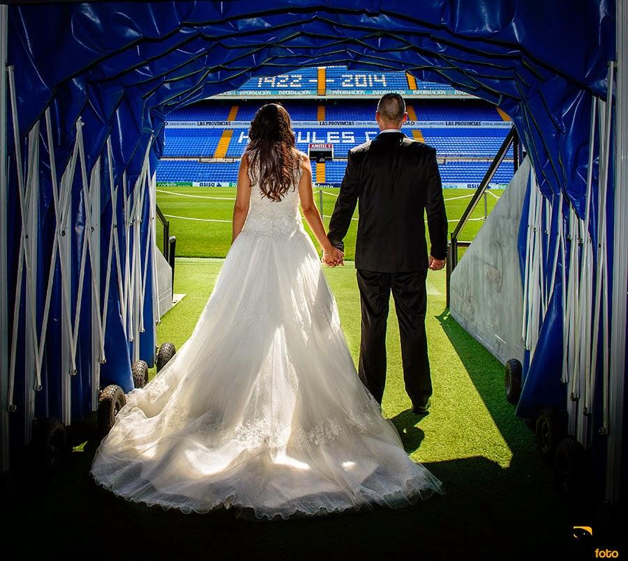 post-boda-novios-campo-futbol-hercules-estadio-Rico-Perez-Calixto-Foto-05